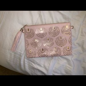 Handbags - EUC Pink & gold laser cut large clutch with chain
